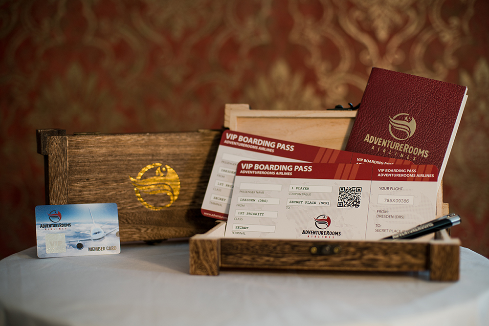 AdventureRooms Airlines Priority Boarding Tickets Gutschein Holzbox