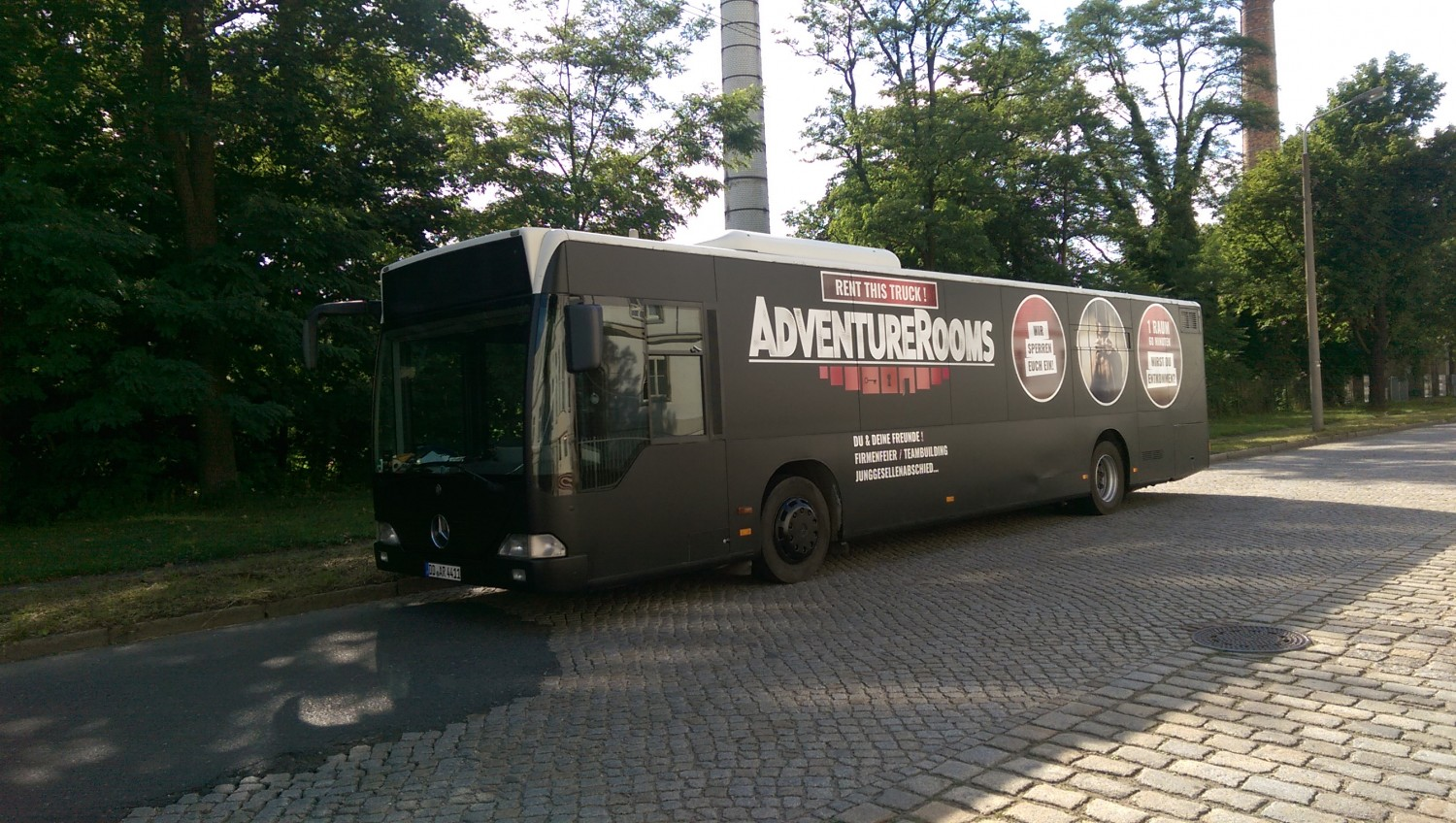 AdventureRooms on Tour schwarzer Bolide als mobiles Escape Game