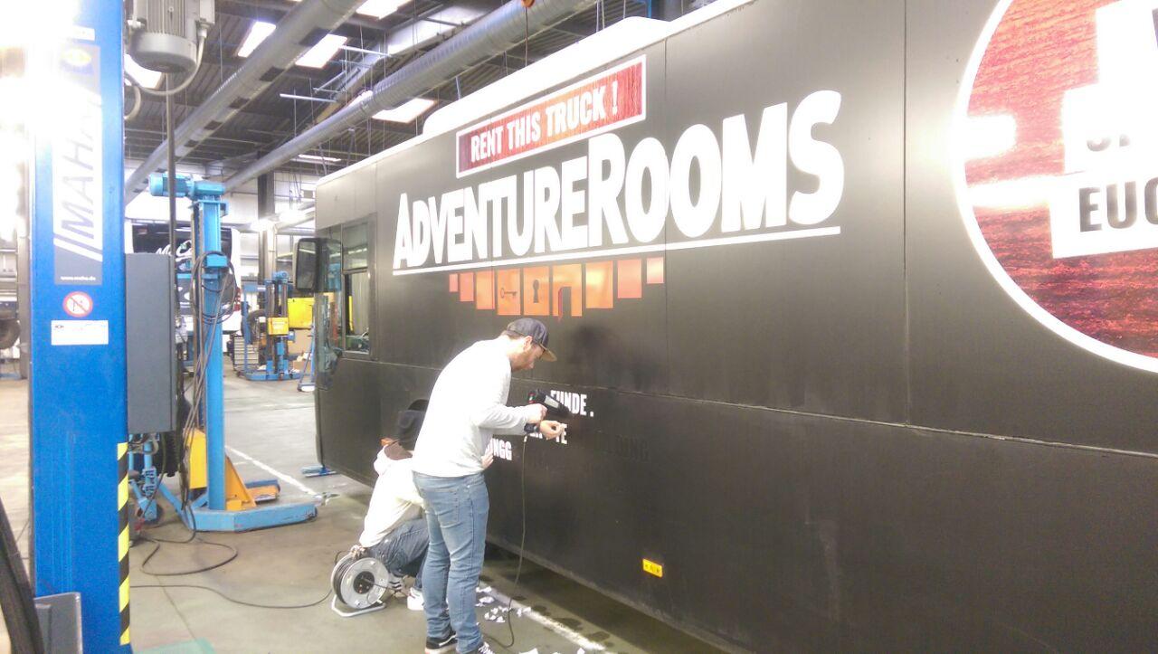 AdventureRooms on Tour Umfolieren Game Night Warner Bros. Entertainment
